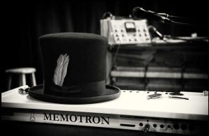 memotron_hat_amp_lockwood